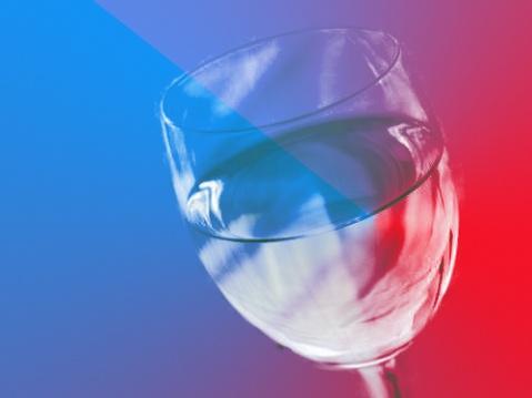 PS抽出滤镜抠出透明的玻璃杯_亿码酷站___亿码酷站平面设计教程插图1